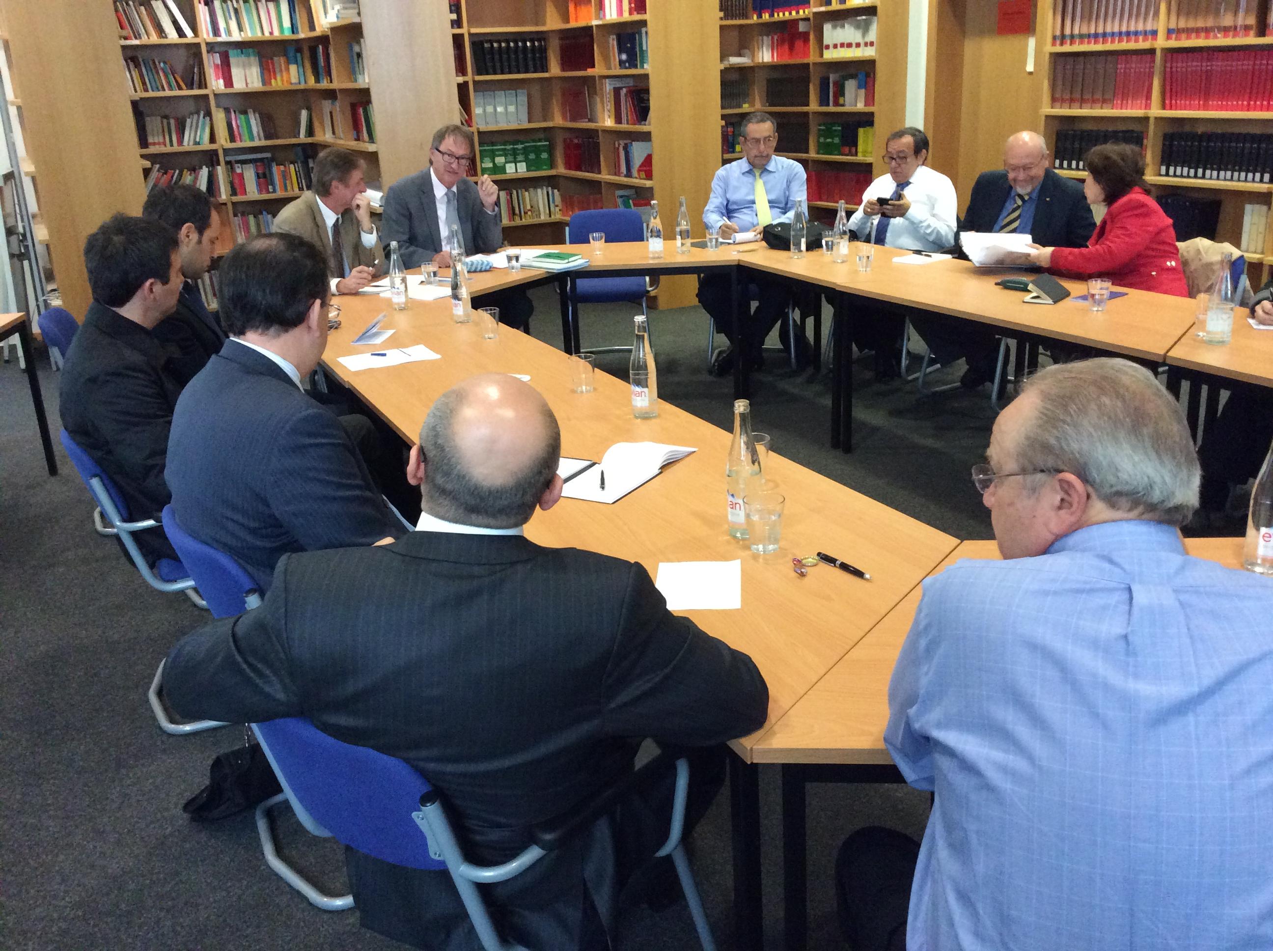 Oktober 2014 ein Seminar zur Aufarbeitung von Systemunrecht in der  Bundesrepublik gehalten. Die Gäste waren hochrangige Juristen aus  Lateinamerika, ...